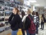 Студенты на выставке «Эхо войны»